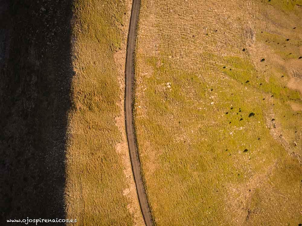 4-Furgoneta senderismo vehiculo pirineos blancas